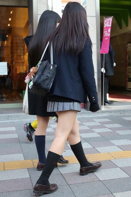 【画像】女子高生みーっけ(パシャリ)