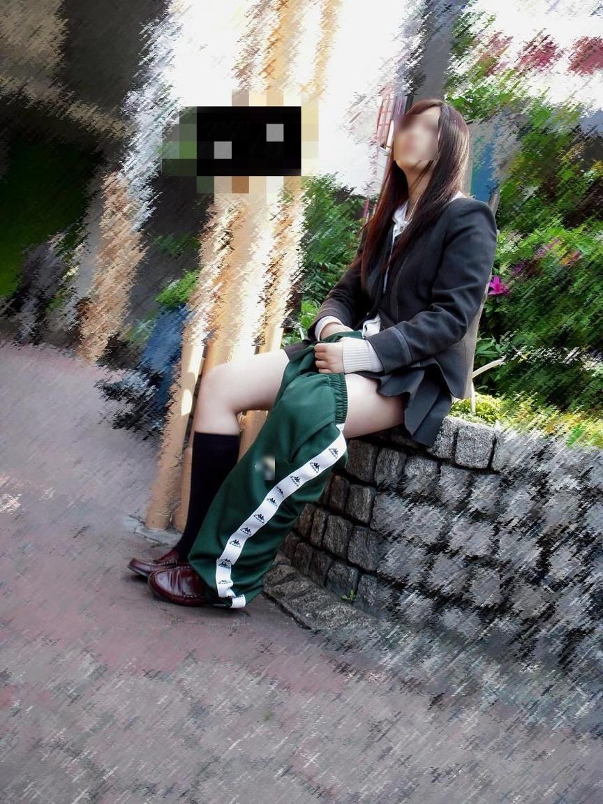 【画像】通学中のJKを被写体にパシャリ
