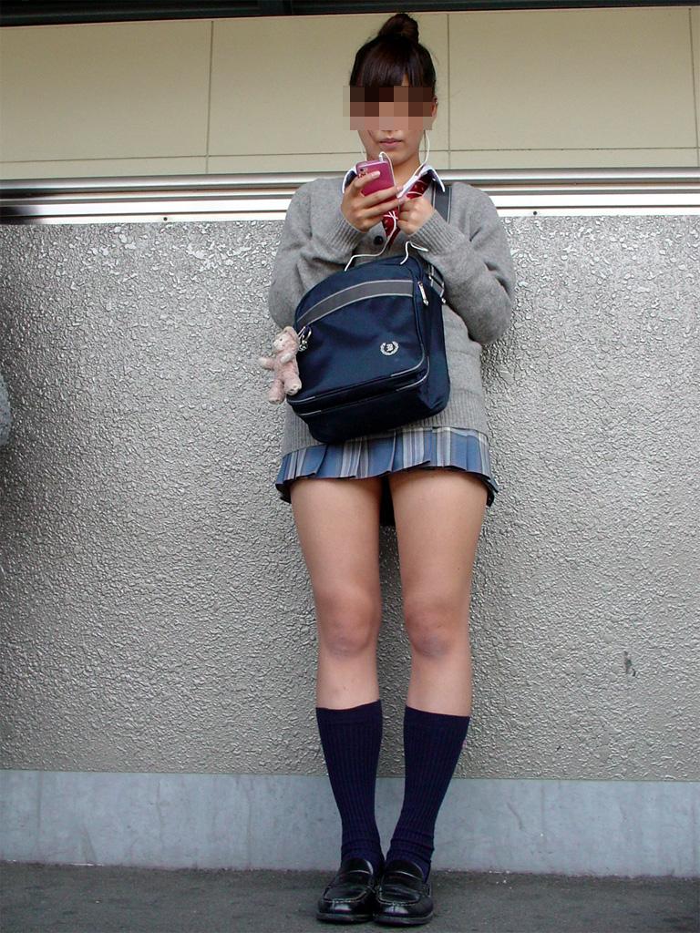 【画像】萌え袖JKに手〇キされたら即イキの予感www