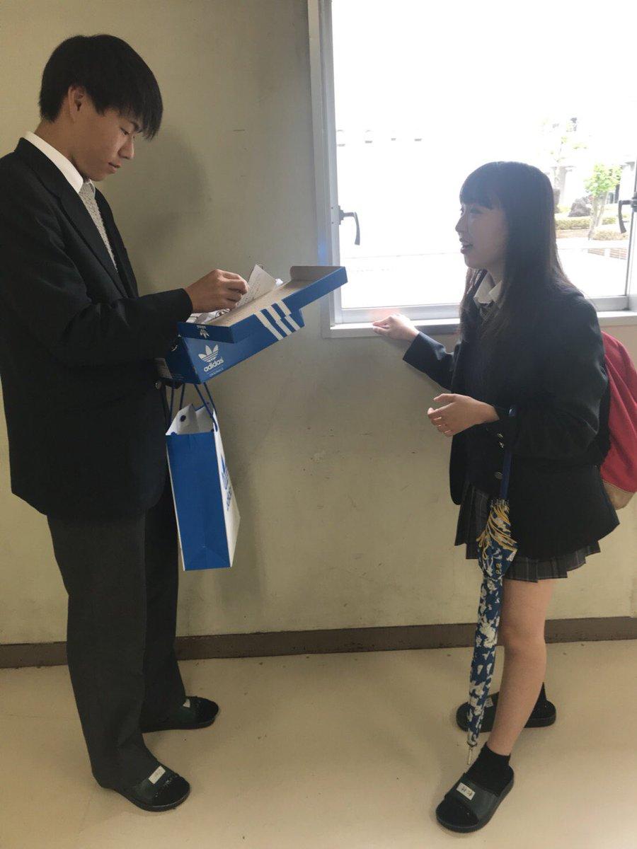 【画像】学校で友達ワイワイする女子高生さん