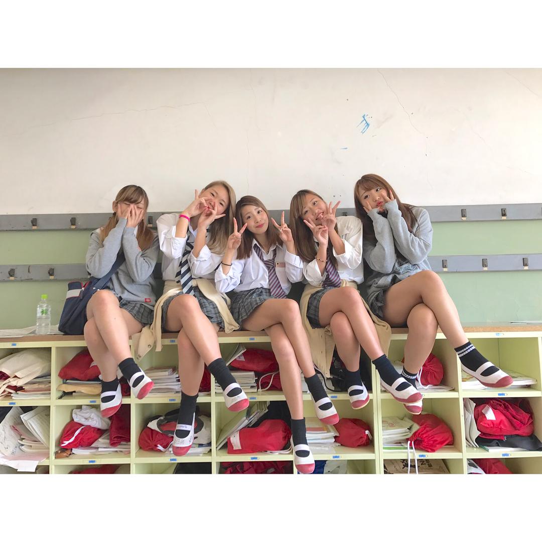 【画像】女子高生がいっぱいの幸せになれる写真集www