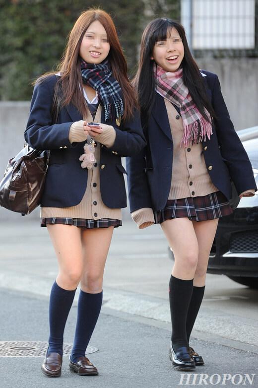 【画像】上半身完全防備な女子高生