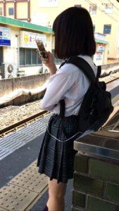 【画像】季節外れのシャツ女子高生待撮り集
