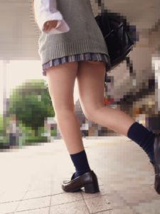 【画像】女子高生のふとももたまらんちwwww
