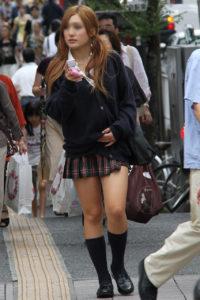 【画像】無防備な女子高生をパシャリ