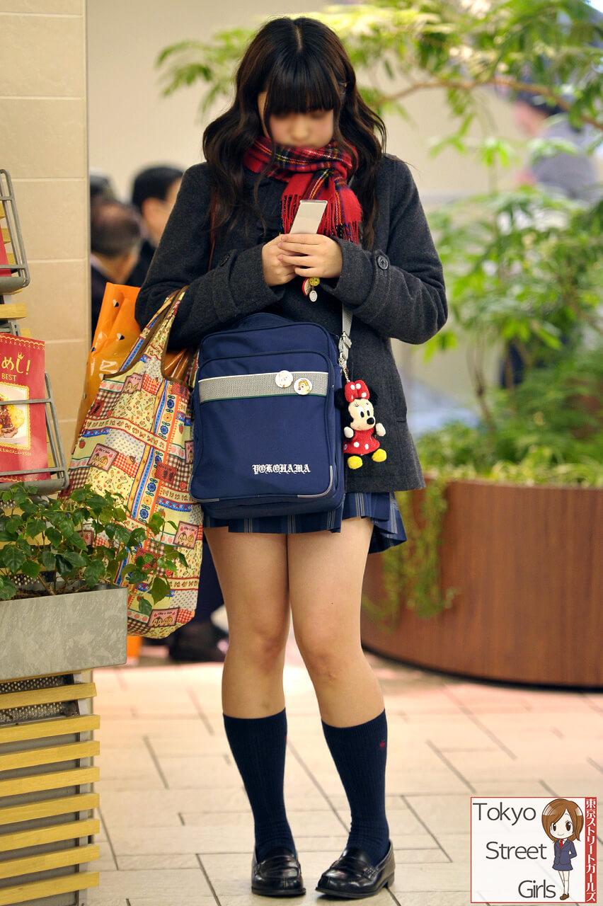 【画像】寒空の冬服女子高生