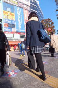 【画像】ビリビリに破きたくなる黒タイツ女子高生