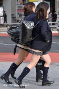 【画像】女子高の近くに住みたくなる待撮りJK写真www