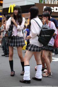 【画像】ルーズソックスの女子高生の不良感?に興奮するんだろう
