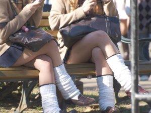 【画像】脚組み女子高生のドS感ハンパないなwww