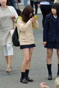 【画像】ふわふわ感あふれるニット女子高生写真
