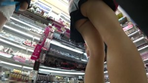 【画像】女子高生下から見るか横から見るかwwww