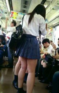 【画像】電車内JKを痴漢するなって言われても。。。
