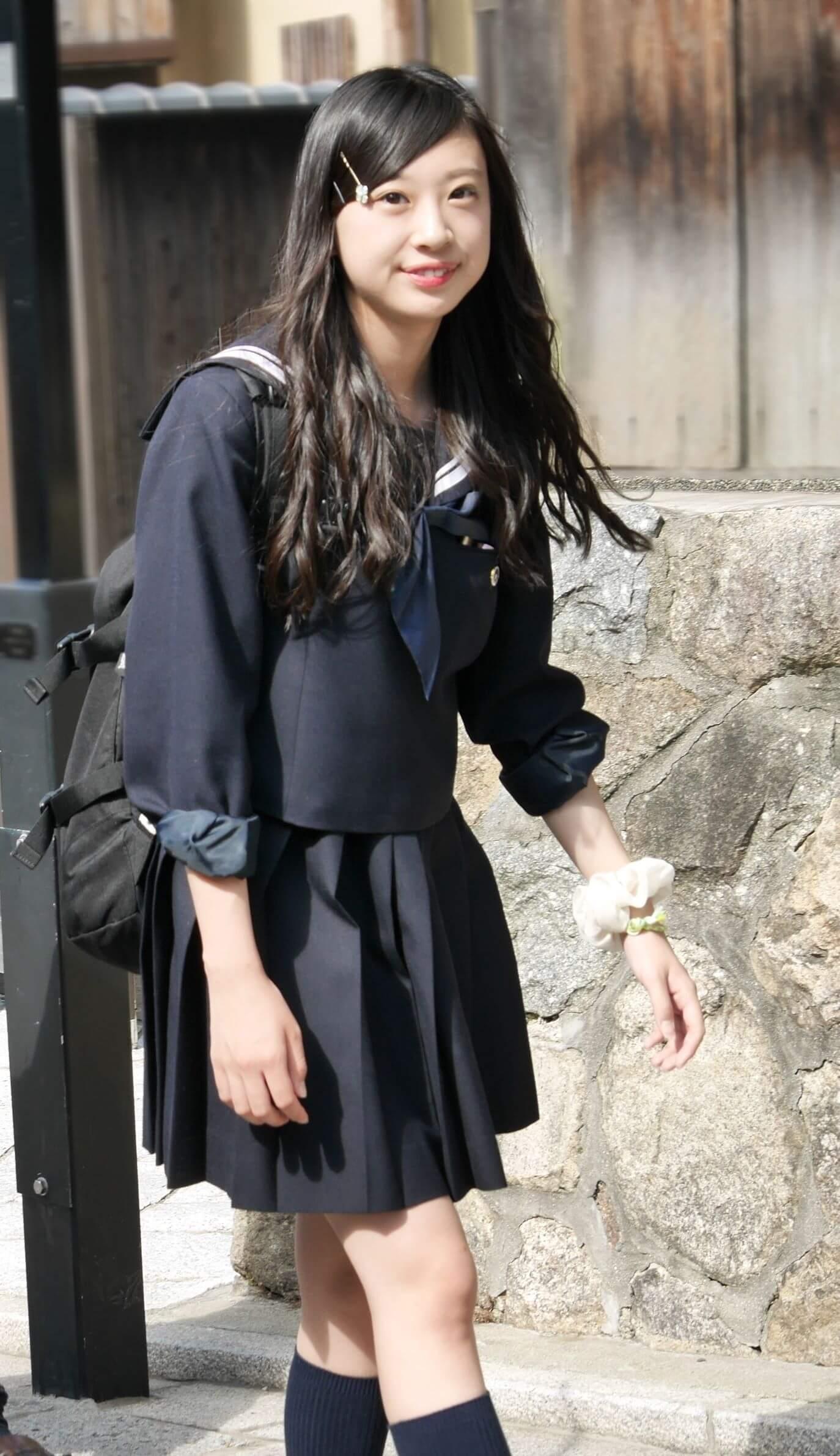 【画像】女子高生を見てホッコリ(モッコリ)するところ