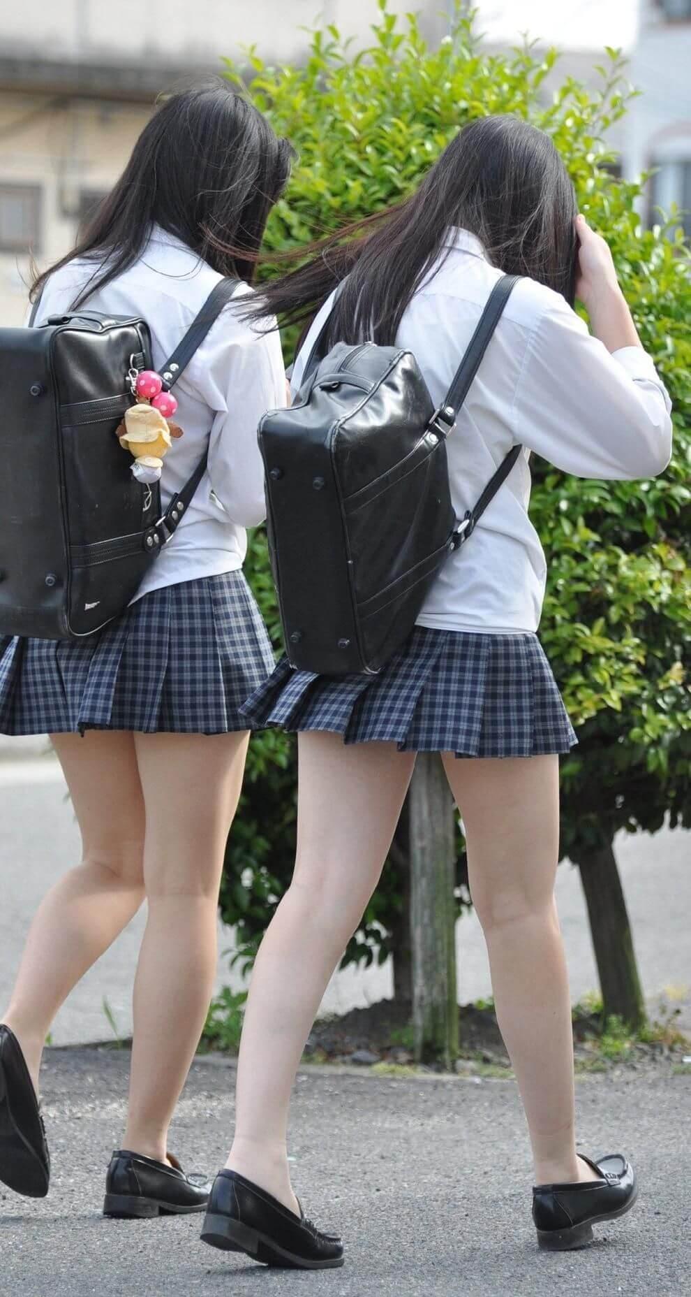【画像】スケブラも辞さないシャツ女子高生wwww