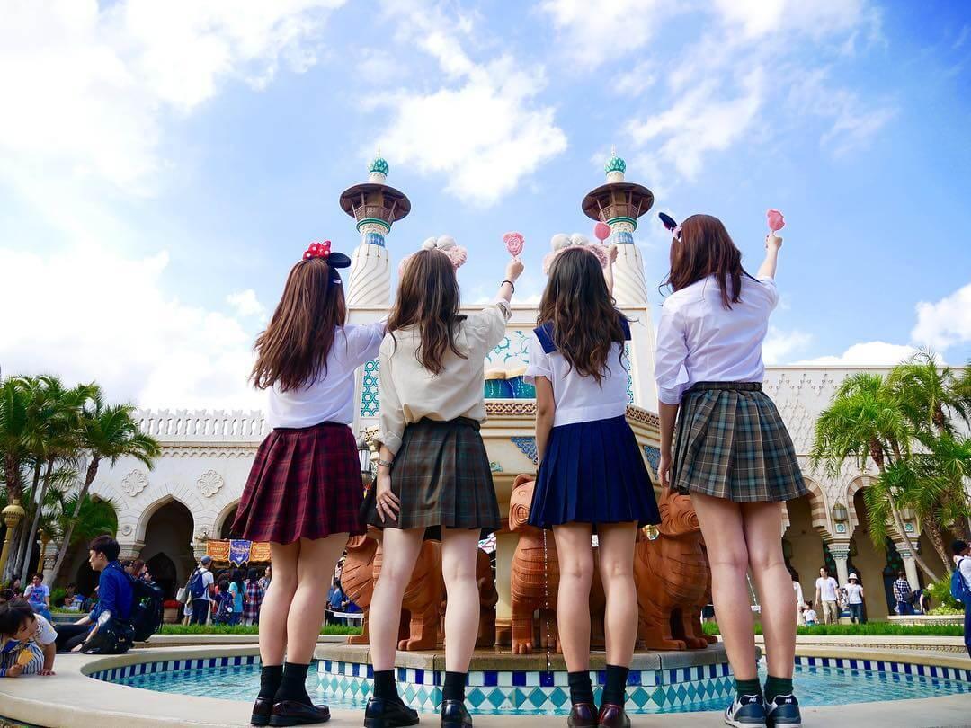 【画像】女子高生の後ろ姿で色んな妄想できるでwwww