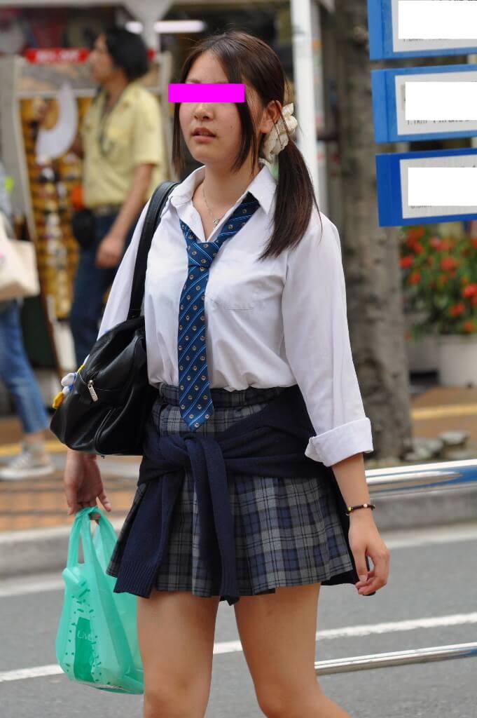 【画像】うっすら下着スケてる女子高生エチエチすぎるだろ