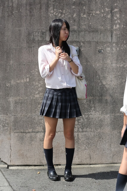 【画像】そろそろ薄手な女子高生が増えてきたなぁ