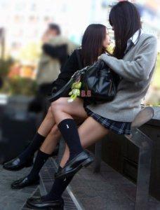 【画像】女子高生のふとももに挟まれて昇天wwww