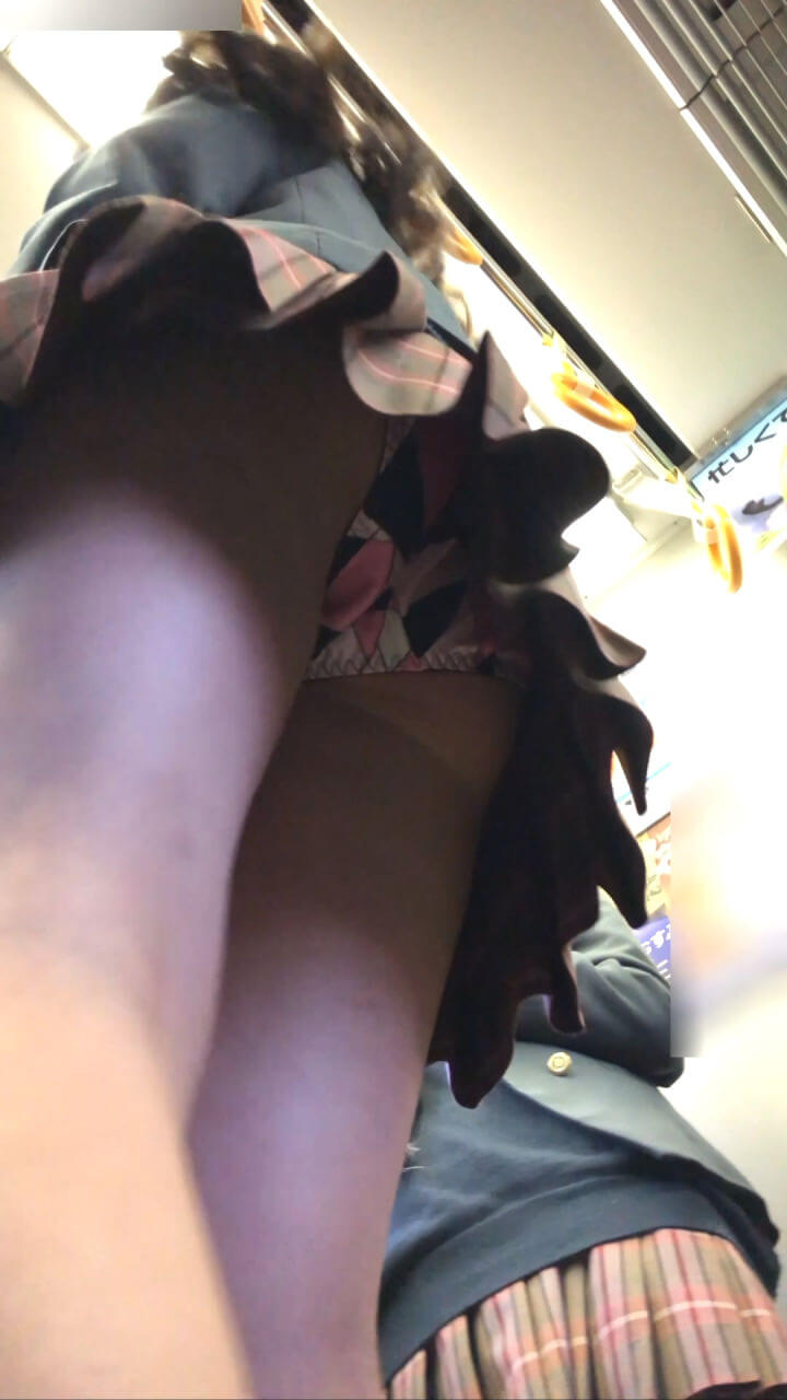 【画像】ぷりぷりな女子高生のお尻におもわずブッカけたくなる画像