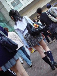 【画像】女子高生のスケスケシャツを目の前に理性を保てるか・・・