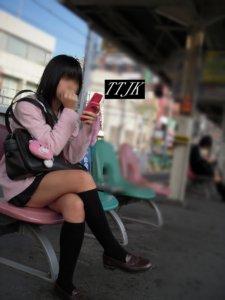 【画像】女子高生のふとももにローションつけてチソチソいれたい