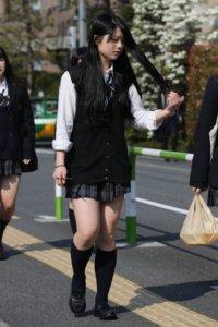 【画像】もふもふなセーター女子高生街撮り集