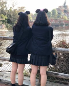【画像】女子高生の後ろ姿・・・特に膝裏のHがエロイよね