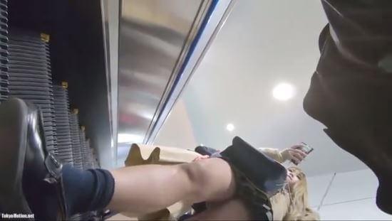 【動画】金髪ギャル系JKの逆さ撮り動画