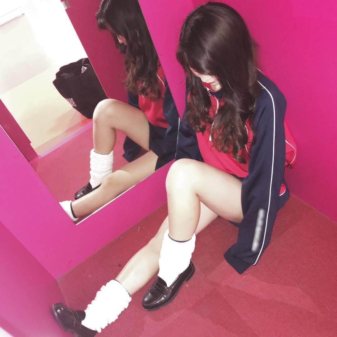 【画像】女子高生のプリプリなふとももをどうぞ