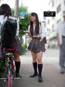 【画像】女子高生がいると景色も映えるよな