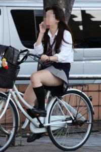【画像】チャリンコ女子高生に何か期待しちゃう感www