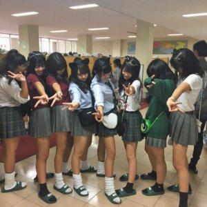 【画像】一緒にワチャワチャしたくなる校内女子高生