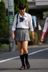 【画像】女子高生と言えば街撮り写真