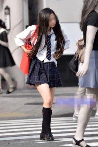 【画像】えちえちな姿で通学する待撮りJK