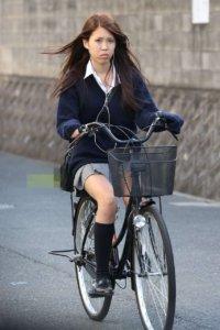 【画像】自転車JKとすれ違った瞬間良い匂いするよな