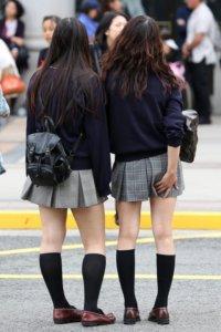 【画像】秋を感じるセーター女子高生の待撮り集