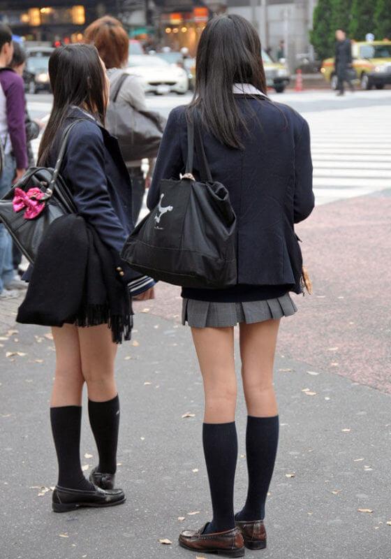 【画像】定番の女子高生の待撮り画像