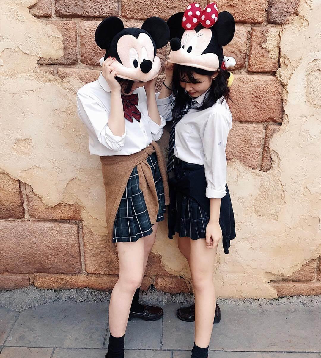 【画像】女子高生が最後の青春作りにディズニーへ