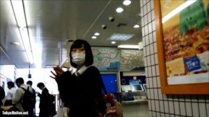 【動画】駅でJKのスカートをめくる勇者が現れるwww