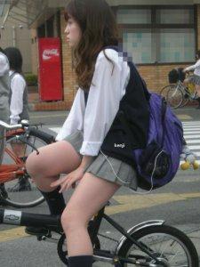 【画像】来世は女子高生の自転車のサドルになりたいですwww