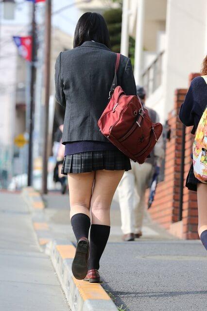 【画像】ブレザーでスカートが見えなくなる女子高生は至高