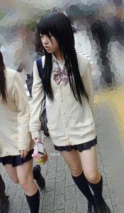 【画像】ミニスカ女子高生エロ過ぎワロタwww