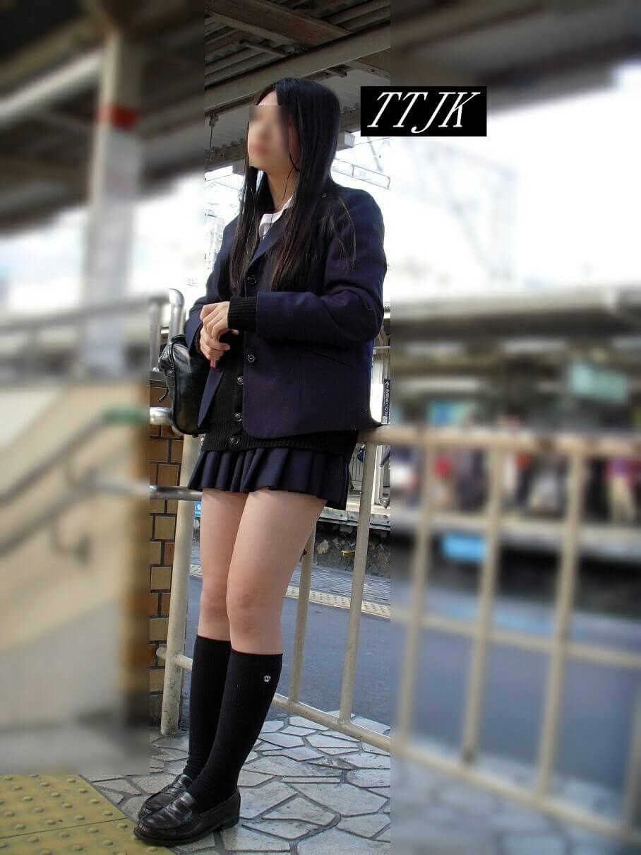 【画像】エチエチ闊歩な待撮り女子高生