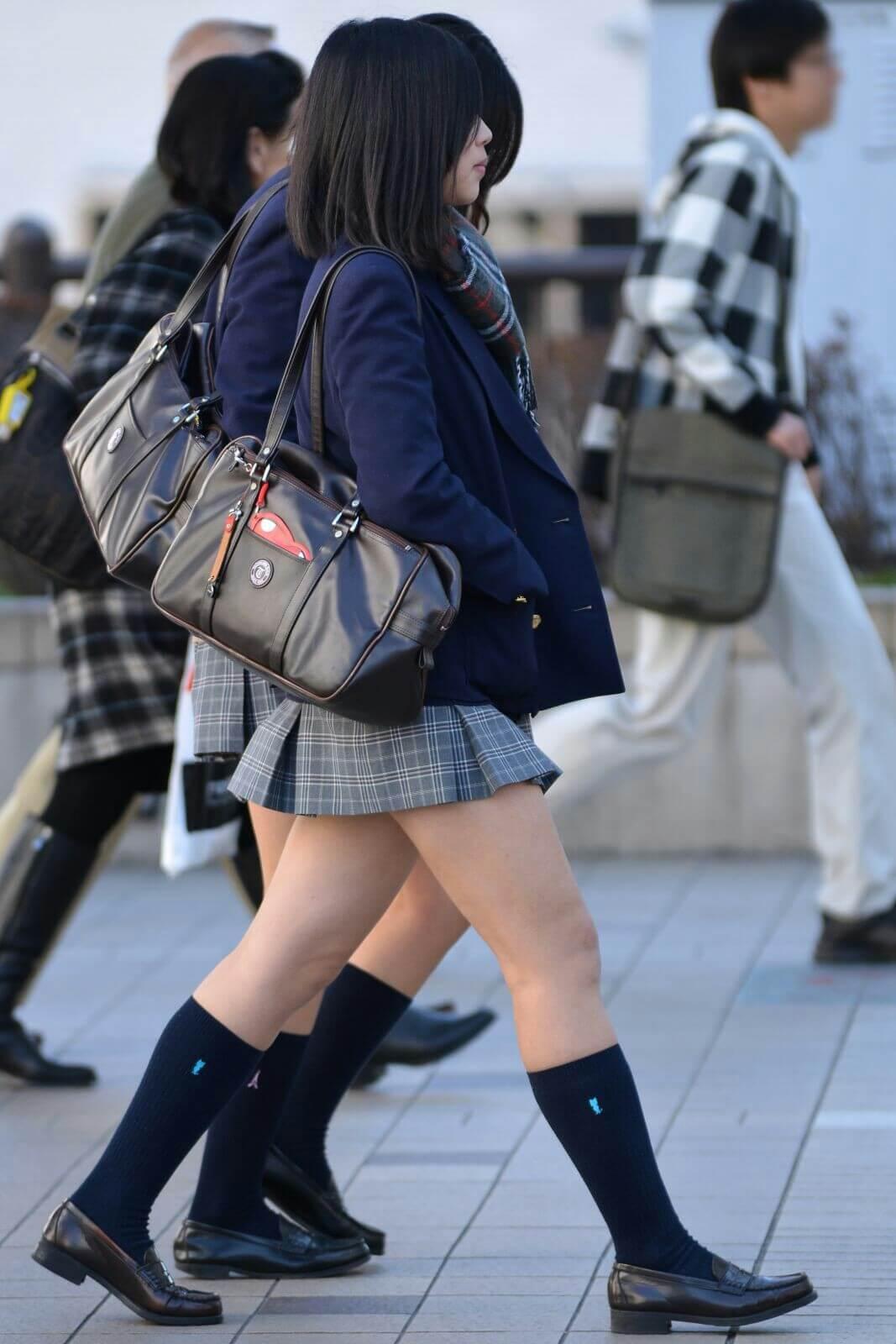【画像】寒波にも負けない女子高生の待撮り写真