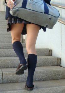【画像】女子高生のぷりぷりなふとももに焦点を当ててみました