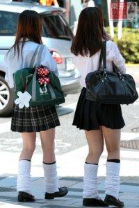 【画像】ルーズソックス履いてこそ女子高生だよな
