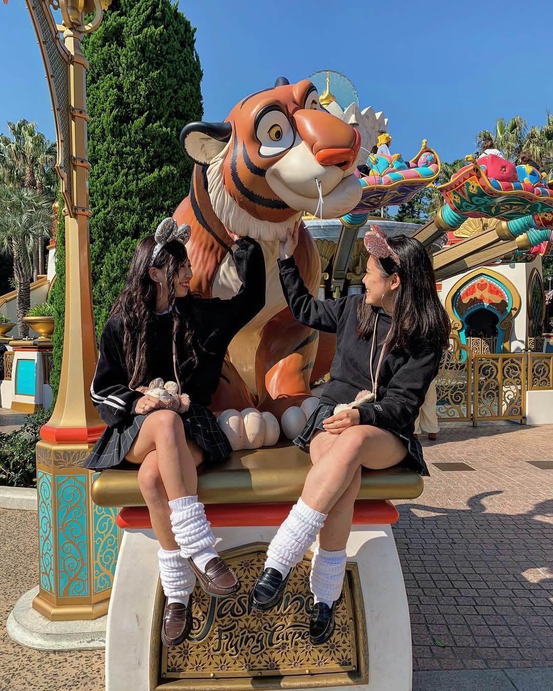 【画像】四つん這いになって脚組み女子高生に座ってほしいよな?wwww