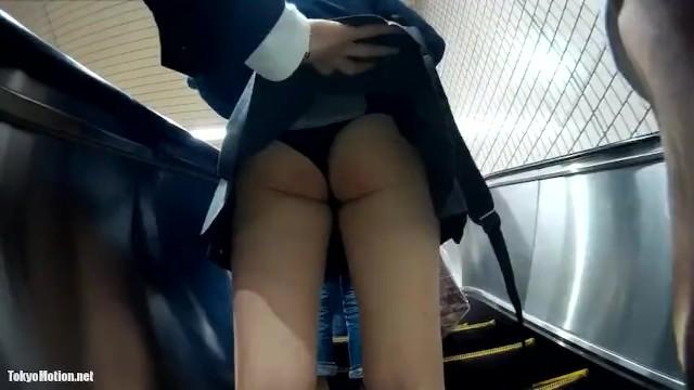 【動画】女子高生のプロスカートめくり師による神動画がこちら