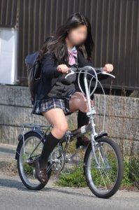 【画像】何かを期待してしまう自転車通学女子高生
